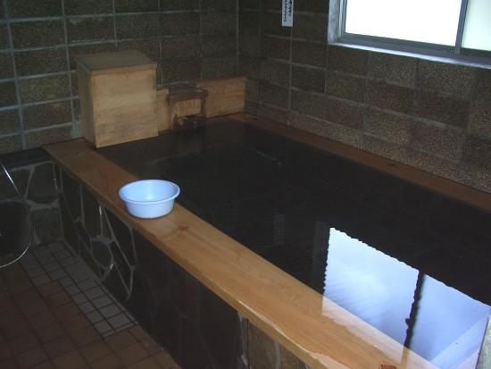 尾瀬沼ヒュッテの風呂.jpg